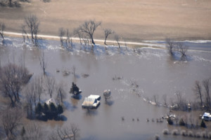 flooded houses and farm near Sioux Falls