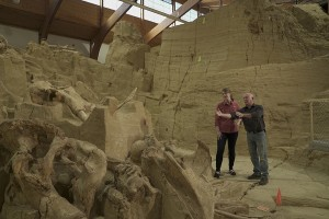Prehistoric Road Trip Host Emily Graslie Dr Jim Mead At The Mammoth Site